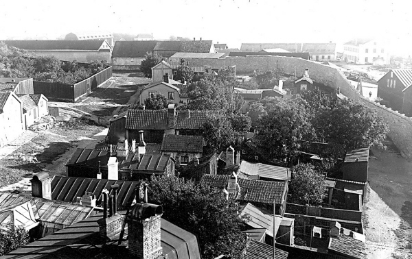 Sydvästra delen av Västerudd sedd i fågelperspektiv omkring 1890-talet i Karlskrona.